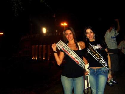 Com minha irmã, Letícia, rumo à festa de comemoração