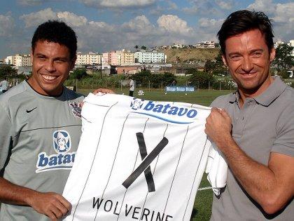 """Ronaldo presentou """"Wolverine"""" com uma camisa personalizada do Timão"""