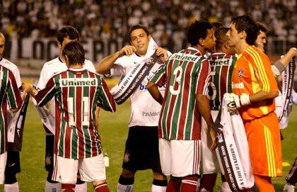 Fluminense entrega a faixa de campeão para o Timão