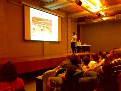 Celso Unzelte apresentando a história do Timão